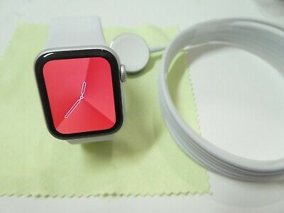 Apple Watch Series 5 40mm silver Aluminum Case with Sport Band (GPS)