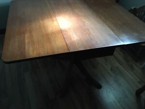 Duncan Phyfe dropped leaf table