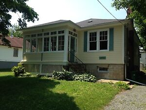 CHARMING 2 BD IN PORTSMOUTH VILLAGE! 196 Mowat Ave