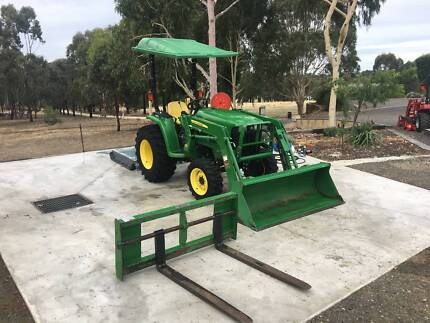 John Deere Tractor 3038e with front end loader and slasher