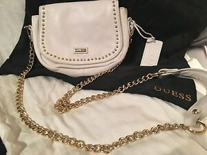 AUTHENTIC and NEVER USED GUESS PURSE