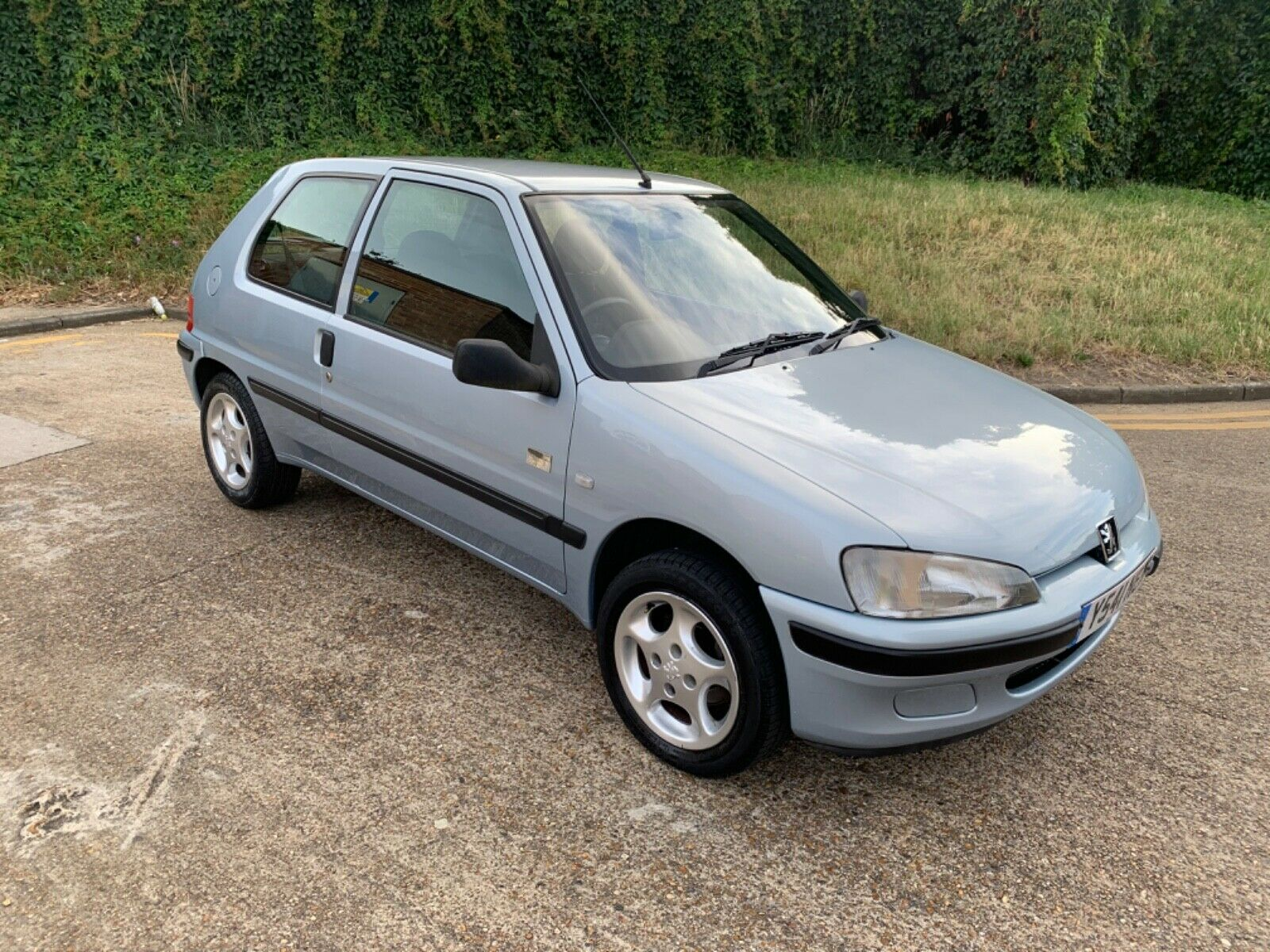 Peugeot-106-Independence-edition-2001-11-blue-first-car-buyer-gti-82k