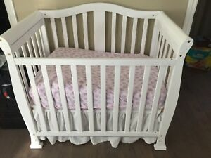 Mini Crib with Mattress and 2 Bedding