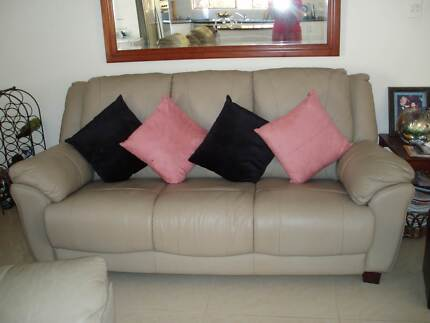 Leather Lounge Suite - very good condition...excellent buy Ormeau Gold Coast North Preview