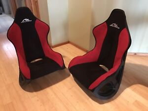 2 Gaming Chairs in perfect condition