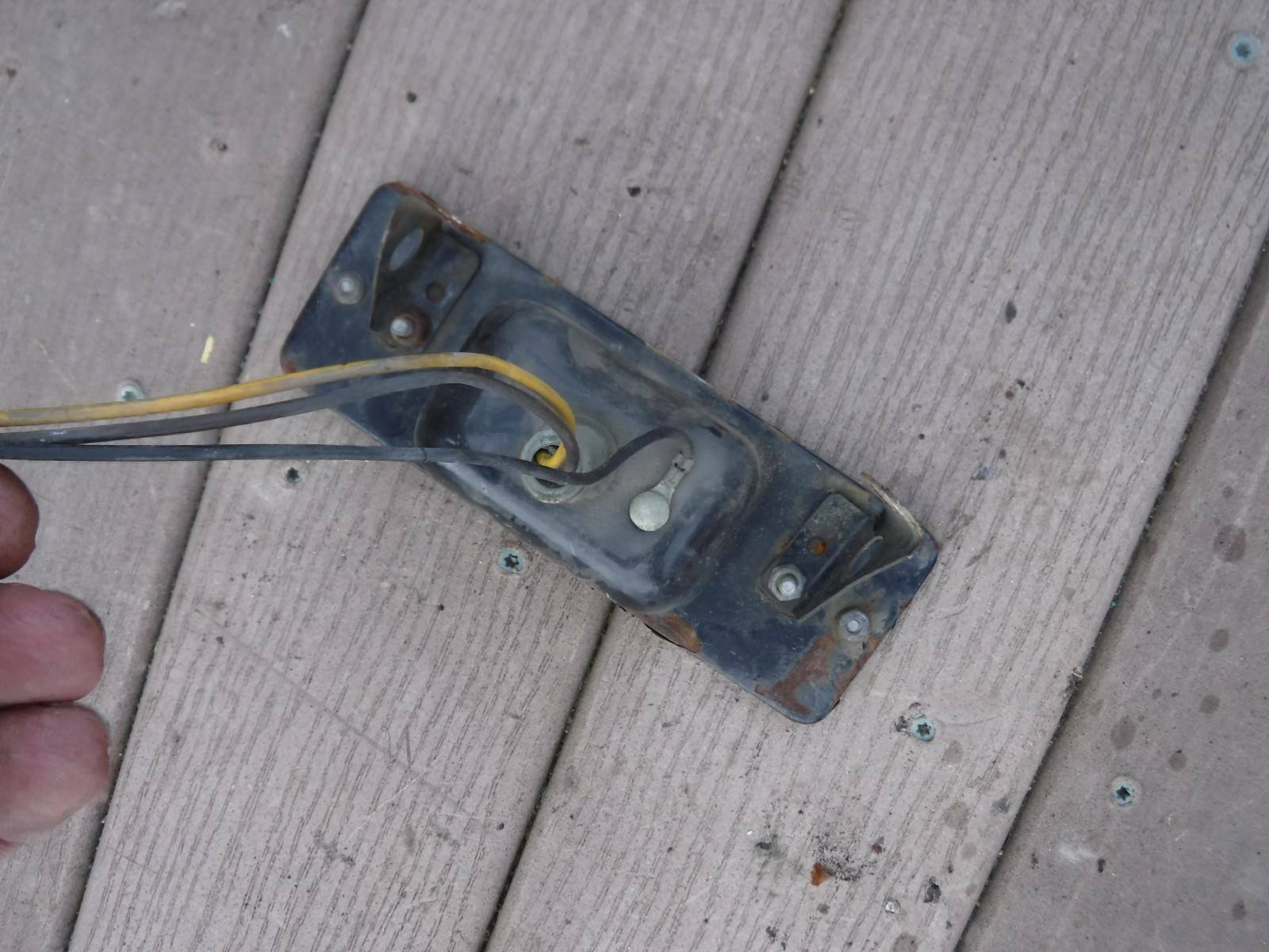 1979 KAWASAKI 440 L/C INVADER PARTS: TAILLIGHT ASSEMBLY-wire-bulb-lens