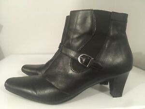 Black leather boots - size 9