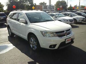 2012 DODGE JOURNEY SXT- POWER GLASS SUNROOF, HEATED FRONT SEATS,