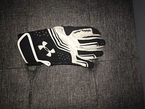 Youth medium under armour gloves