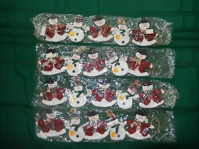 (NIP) SET OF FOUR PLUSH CHRISTMAS FABRIC SNOWMAN GARLAND! ()