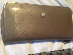 Gucci wallet gently used $900 new half price on sale now