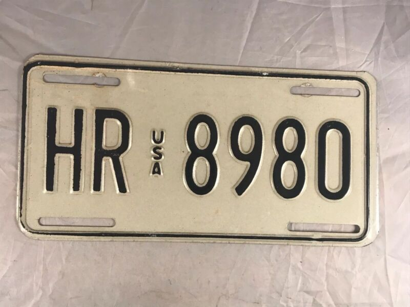VINTAGE USA ARMED FORCES GERMANY LICENSE PLATE HR 8980