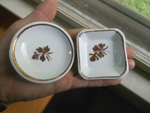 1880s PAIR OF ALFRED MEAKIN TEA LEAF IRONSTONE CHINA BUTTER PATS ROUND & SQUARE