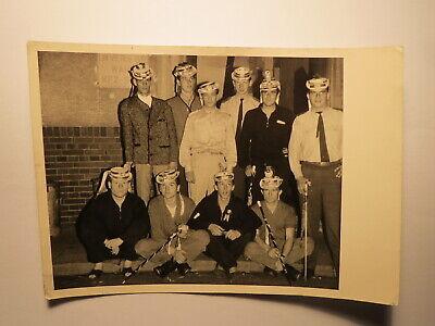 Gruppe Männer mit Hut & Stock - Junggesellenabschied ? Karneval ? / Foto