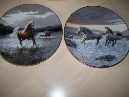 Pair of RARE horse plates - Untamed Spirits Collection