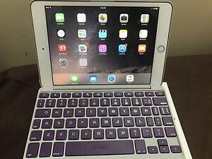 iPad Mini 3 with Bluetooth Keyboard - Gold 16GB