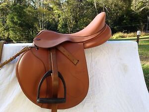 Jump saddle - tekna 17.5 +breast plate Bucca Coffs Harbour Area Preview