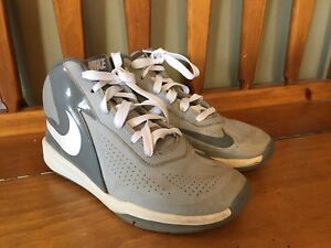 Nike Size 5 Boys Shoes