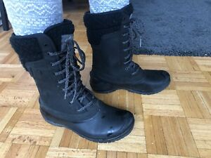 Women North Face boots size 8