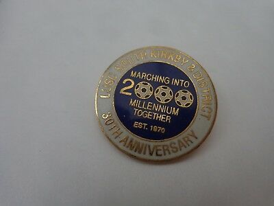 LEEDS UNITED SOUTH KIRKBY & DISTRICT 30TH ANNIVERSARY MARCHING INTO 2000 BADGE