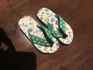 Kids medium flip flops new