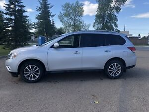 2016 Nissan Pathfinder SV One Owner Active title Very Clean