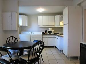 Location Meuble à Trois Chambres - DISPO OCT POINT ST CHARLES