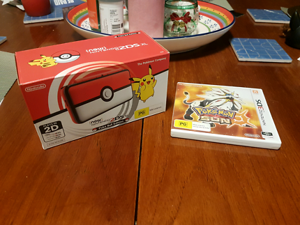Limited edition Nintendo 2ds xl & game