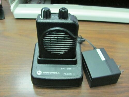 MOTOROLA RLD103A MINITOR V VHF PAGER  WITH CHARGER.