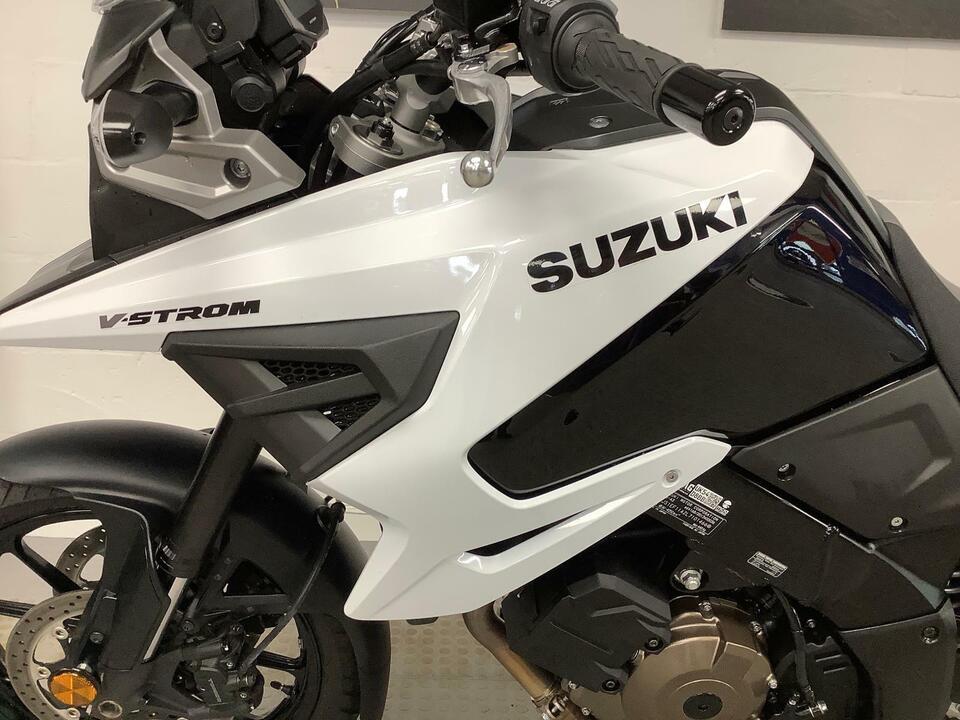 SUZUKIi DL1050 A DL V-STROM 2021 / 21 - ONLY 395 MILES - 5.9% APR FINANCE