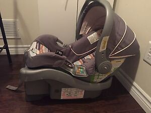 Safety 1st INFANT CARSEAT AND BASE
