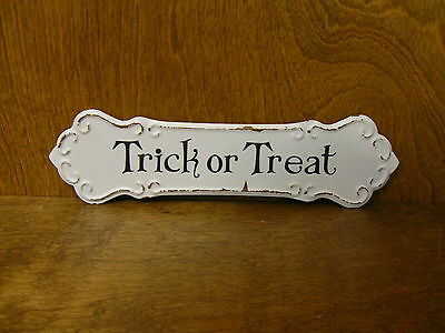 HALLOWEEN SIGN #45863G TRICK or TREAT, New from Retail Store, 3.25