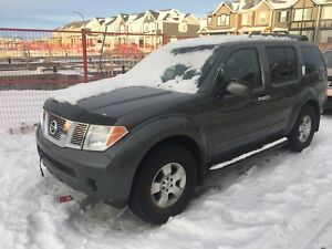 2007 Nissan Pathfinder SE, 2 set of Tires, Winter Ready!