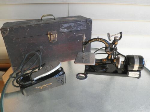 Antique Willcox & Gibbs Sewing Machine with Wood Carry Case Box