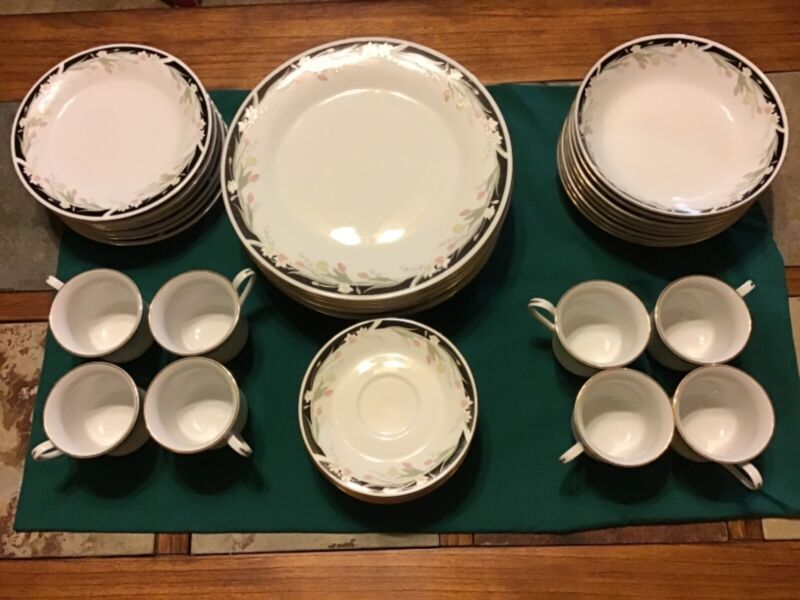 """Crown Ming Fine China """"Michelle"""" Dinnerware Set for 8 People: Juan Shiang"""