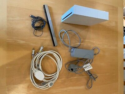Nintendo Wii console, white, very good condition