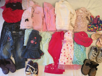 Girls clothing bundle 00 - 2