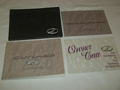 1998 OLDSMOBILE CUTLASS OWNER MANUAL 4/PC.SET & BLACK OLDSMOBILE FACTORY CASE //