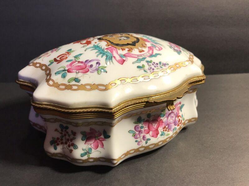 Antique Porcelaine De Paris Hand Painted Trinket Box ( Bonbonière )/ France 1920
