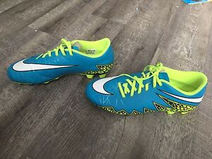Like new Nike Soccer cleats size size 10 ladies
