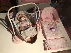 Poupée Baby Annabella et accessoires