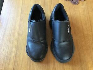 Men's size 9 Curling shoes by ASHAM new