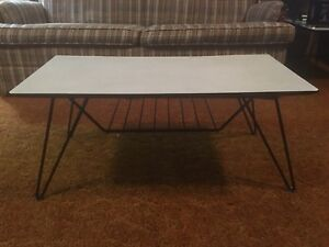50's Retro coffee table & 2 end tables!!