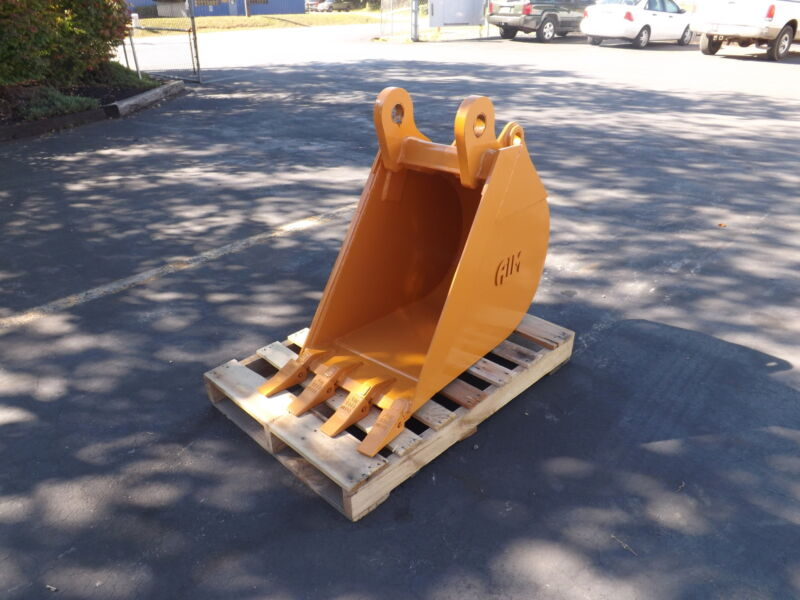 "New 18"" Backhoe Bucket For A Case 580n"