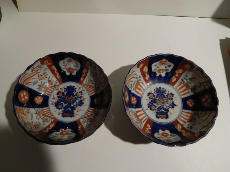 Pair of multicolor Japanese imari bowls