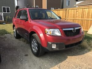 2008 Mazda Tribute Fully Loaded with Leather, Sunroof, 4x4 V6