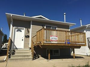CRAZY VALUE!!! GREAT 3 BED DUPLEX IN LACOMBE ONLY $995