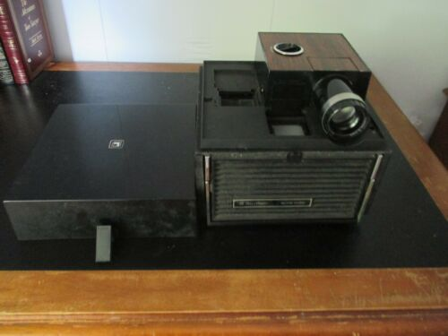 Bell & Howell 35mm slide projector CUBE Model AF70