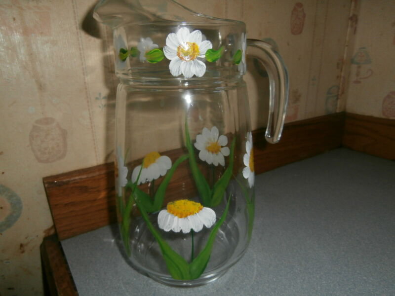 HAND PAINTED IN SPRING DAISY WATER  PITCHER. 64 OUNCES