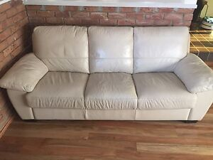 Leather Sofas in excellent condition Asquith Hornsby Area Preview